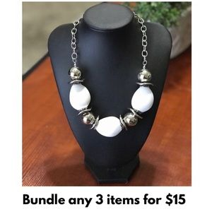 💥NEW‼️ White & Silver Bead Necklace